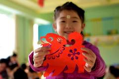 Children learn paper-cutting to greet upcoming Chinese lunar New Year