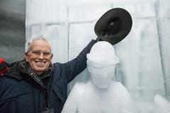Switzerland makes ice sculpture to mark 40th anniv. of Chaplin's death