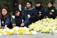 People mourn victims of Nanjing Massacre in E China