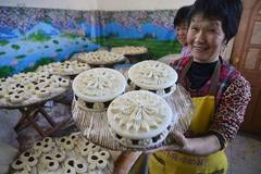 Steamed buns made to convey meaning of better life during Spring Festival
