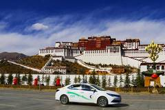 Lhasa puts 128 new gas-electric hybrid buses on road