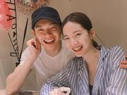 辰亦儒与曾之乔宣布结婚喜讯 二人对镜灿笑超甜蜜