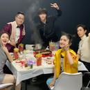 謝娜曬節目錄制日常 與戚薇陳立農等吃火鍋超歡樂