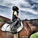 靳東爲兒子慶祝5週歲生日 萌娃身騎駿馬帥氣十足