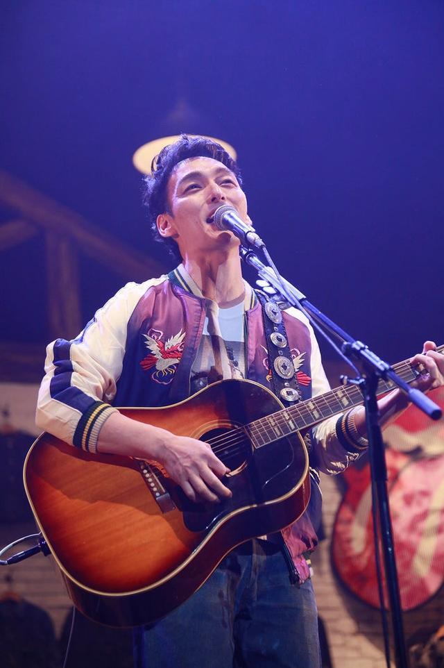 草彅刚举办个人演唱会 展示价值2亿日元私人物品