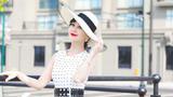 赵雅芝一袭白裙优雅显气质