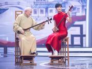 组图:李宇春穿红色旗袍尽显好身材 拉二胡文艺优雅多才多艺