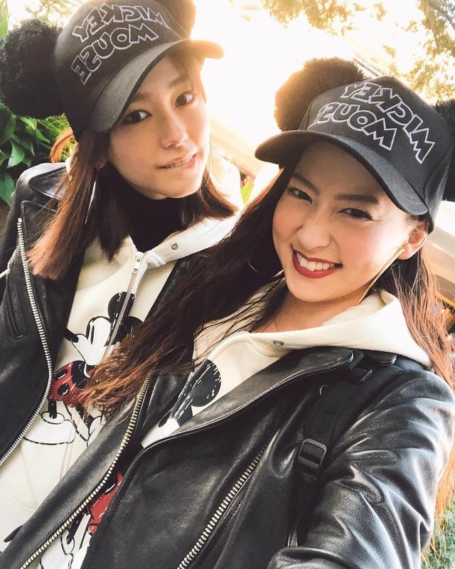 日前在ins上晒出与桐谷美玲共游迪士尼的合照,两人姐妹装造型闺蜜情深