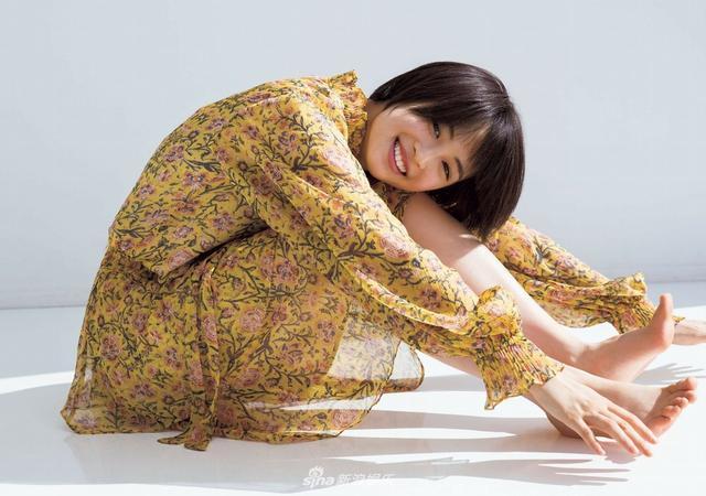 新浪娱乐讯 日前,女星广濑丝丝拍摄写真,修长美腿魅力十足.