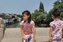 组图:岳云鹏老婆晒两女儿旗袍照 7岁大女儿亭亭玉立像极了爸爸