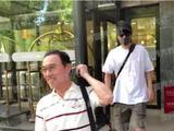 赵又廷父亲再次探望高圆圆 离开医院笑容满面心情大好