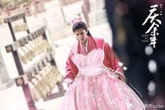 皮一下很开心!刘昊然给张若昀P公主粉裙宣传新剧