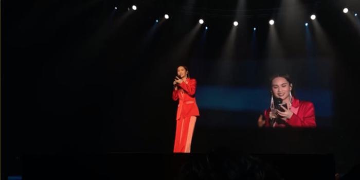演唱会台下粉丝狂喊李太太 杨丞琳:谁准你乱叫!