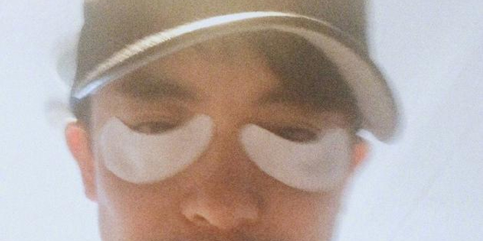 李佳航乱贴眼膜引李晟吐槽:怕隐形眼镜长细纹