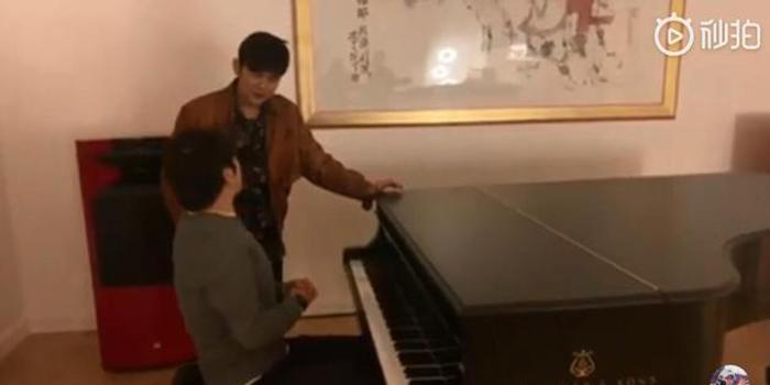 周杰倫自稱老師教郎朗彈鋼琴 調侃像教喬丹打籃球