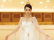 组图:佟丽娅薄纱披肩雪肌若现 穿古典长裙化身天坛女神