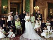 组图:肯辛顿宫发布哈里梅根官方结婚照 全家福新人亲密依偎