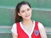 组图:网红美女足球场上凹造型 一字马劈到尽身材诱人
