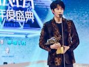 组图:Mike豹纹西装难掩帅气 获亚洲新歌榜海外杰出艺人荣誉