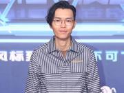 组图:方大同亮相亚洲音乐新歌榜 条纹衫戴眼镜文质彬彬