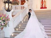 组图:唐嫣梦幻婚纱拖尾长达4米耗时近五千小时 捧花花落红衣美女