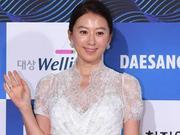 组图:金喜爱亮相青龙奖白裙典雅 入围最佳女主角争夺
