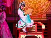 组图:黄圣依亮相湖南卫视华人春晚 跨界演绎戏剧魅力