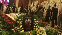 金雅琴追悼会举行 儿女现身送最后一程