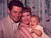 凯丽费雪童年坎坷 生父出轨伊丽莎白泰勒