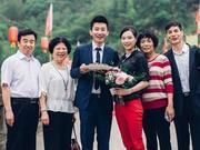 张效诚生日求婚吴敏霞成功 与双方父母合影(图)