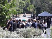 组图:林肯主唱私人葬礼现场曝光 好友家人齐聚追思会