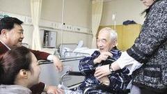严顺开曾在72岁演丑爹 突发中风翁虹飙泪