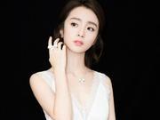 组图:胡冰卿亮相ELLE风尚大典 白色仙气长裙尽显气质