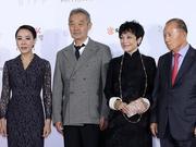 组图:釜山电影节闭幕红毯 张艾嘉与组委会领导亮相