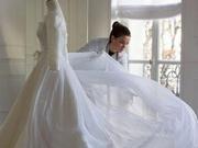 宋慧乔婚纱制作过程公开 原黑天鹅绒材质被更改