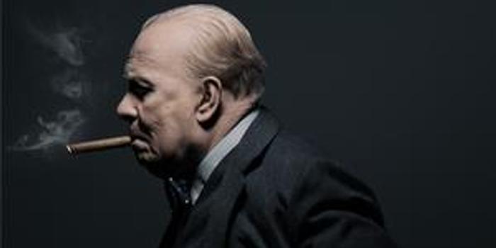 今日,电影《至暗时刻》发布最新人物海报,五位主要角色均以经典英伦范