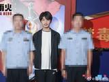 陈晓王一博与禁毒警察合影 为其打马赛克超暖心