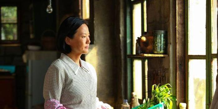 快讯:咏梅凭《天长地久》获金鸡奖最佳女主角