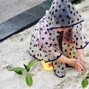 朱丹分享女兒趣事 小小丹穿雨衣