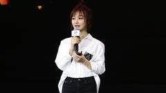 电竞女王Miss亮相超级红人节 打扮随性分享走红历程