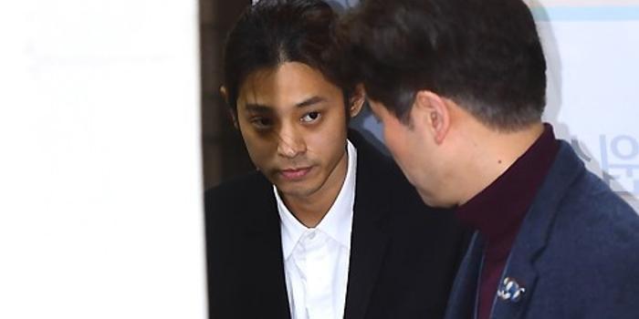 警方确认郑俊英散布偷拍达13件 本人未回应提问