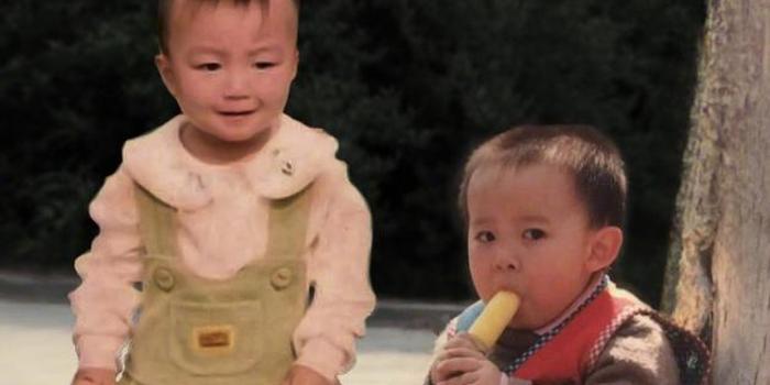 王俊凯PS童年照为董子健庆生 意外提供表情包素材
