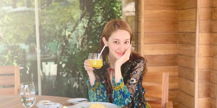 陈凯琳越南度假晒美照 怀孕7月挺巨肚甜蜜秀恩爱