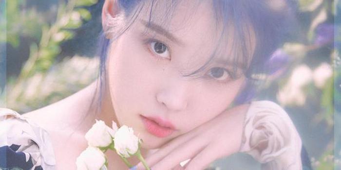 IU公开新专辑回归预告照 染蓝发清纯灵动又仙又美