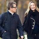 休·格兰特被曝月底将结婚 与39岁小女友育有三子