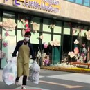 Bigbang成员TOP当兵每天都被拍 常系围裙倒垃圾