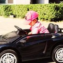追风女孩!朱丹女儿打扮粉嫩坐跑车小肉…