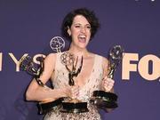 菲比·沃勒艾美获双奖 还是热剧《杀死伊芙》编剧