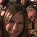 《老友記》重聚!詹妮弗安妮斯頓曬六人溫馨合照