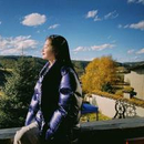 景甜在綠洲裹羽絨服曬太陽 向暖而生側顏精緻美好